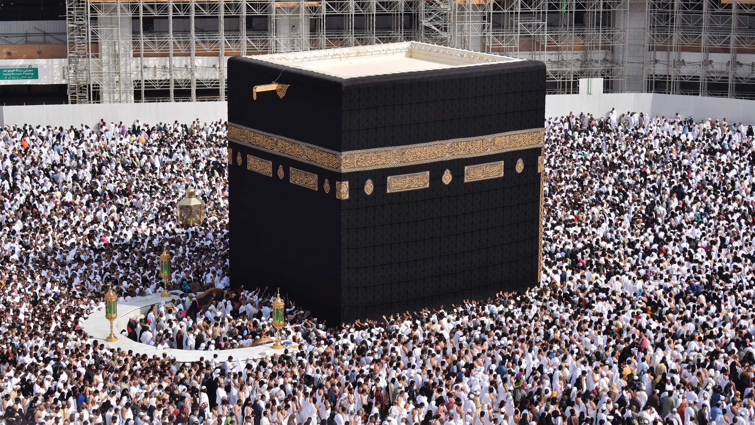 image of the kabah with pilgrims doing tawaaf